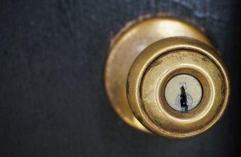 door-knob-1924315_640