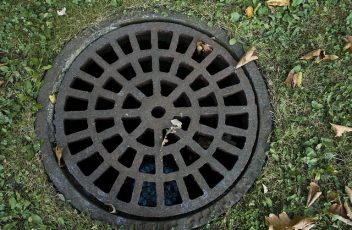sewer-cover-178443_640
